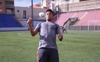 Neymar domina rollo de papel como si fuera un balón [VIDEO]
