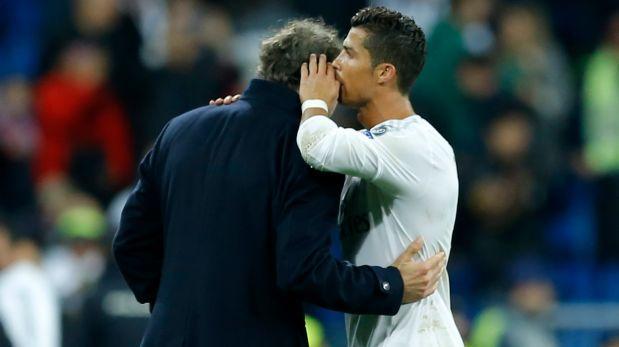 Las agencias internacionales captaron el momento en que Cristiano Ronaldo se acercó a Blanc. (Foto: AP)