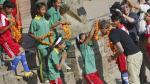 David Beckham juega fútbol con niños en Nepal - Noticias de david beckham