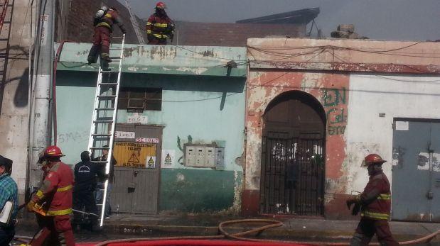 Arequipa: incendio consumió más de 280 puestos de una galería