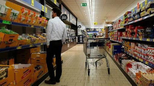 Cuando Aldi y Lidl entraron en el sector de los supermeracados de Reino Unido, bajaron los precios.