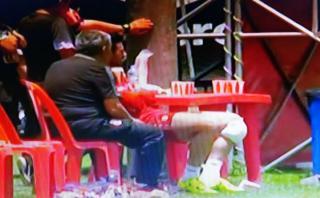 Claudio Pizarro presentó molestias en la rodilla izquierda