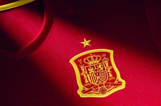 Selección española presentó nueva camiseta para la Euro (FOTOS)