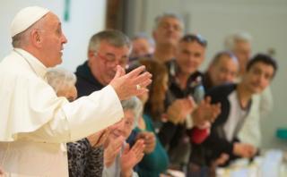 ¿Almuerzas pegado al celular? El Papa tiene un mensaje para ti