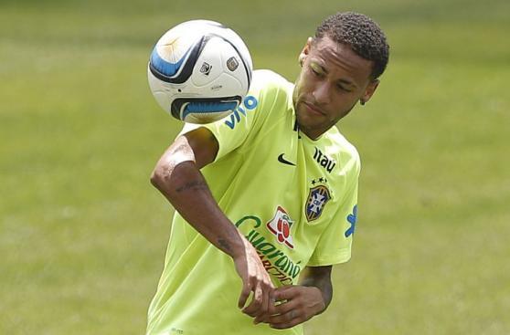 Neymar: así se divierte en prácticas de Brasil [FOTOS]