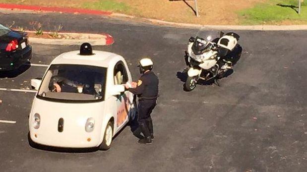 Auto autónomo de Google fue detenido por circular muy lento