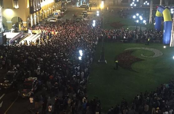 Perú vs. Brasil: cientos vieron el partido en la Plaza de Armas