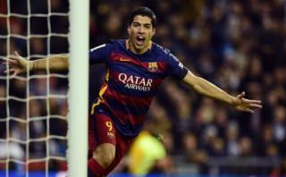 Luis Suárez y una pintura de gol de sombrero para Barcelona