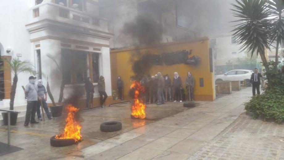 Miraflores: así fue la violenta toma de un hostal [FOTOS]