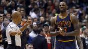 LeBron James y su extraña reacción al recibir un mal pase