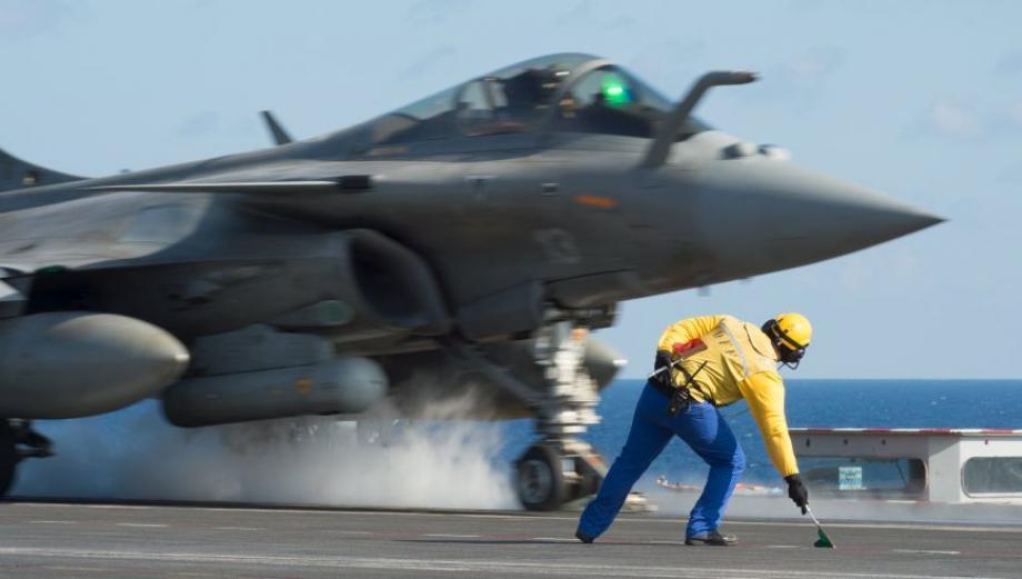 Francia multiplica sus bombardeos contra el Estado Islámico
