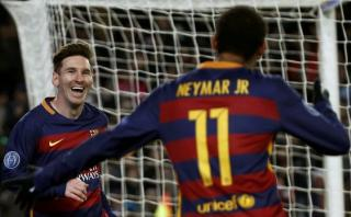 Neymar y un espectacular control de taco para gol de Messi