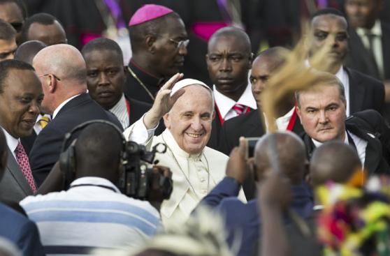 El gran recibimiento del Papa Francisco al llegar a Kenia