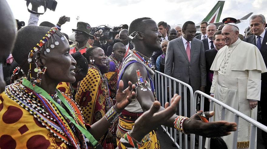 El día en fotos: Papa Francisco en Kenia, Barack Obama y más