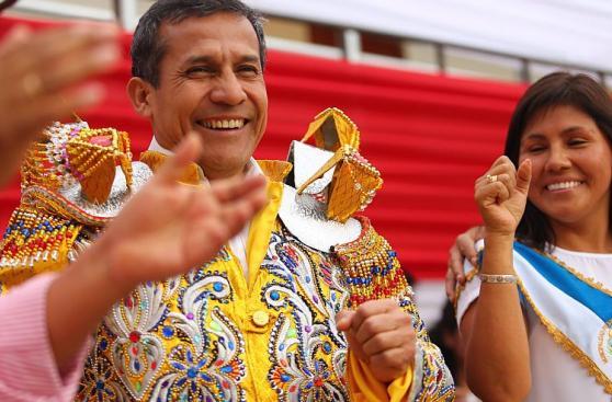Ollanta Humala se divirtió jugando básquet en visita a Huánuco