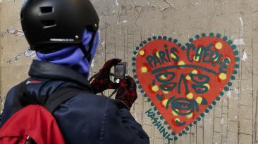 """""""París, te amo"""" y otros grafitis que denuncian el drama vivido"""