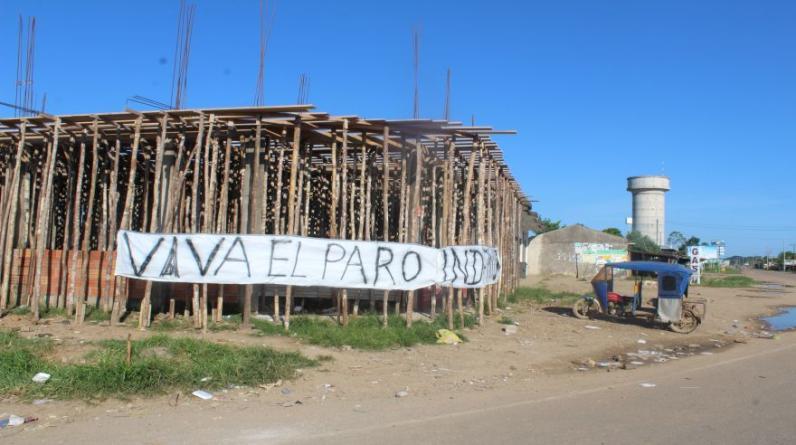 En las calles de Puerto Maldonado, capital de Madre de Dios, se aprecia gran cantidad de letreros con mensajes apoyando al paro. (Foto: Manuel Calloquispe)