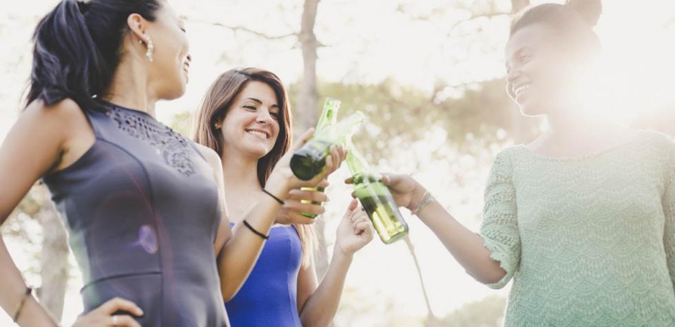 Mujeres y hombres bebemos cada vez más parecido