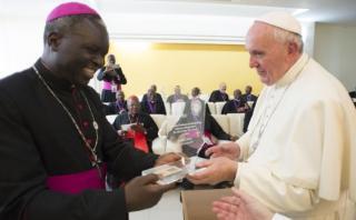 Papa Francisco llega a Uganda, segunda etapa de gira africana