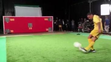 Neymar: la increíble precisión del crack en remate de rabona