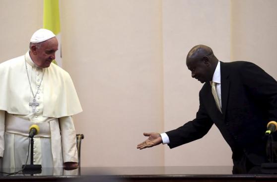 El papa Francisco deja Kenia y ahora recorre Uganda