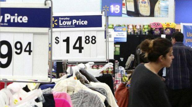 Wal-Mart rompió la tradición en 2013 y abrió las puertas con sus ofertas el mismo Día de Acción de Gracias. (Foto: Reuters)
