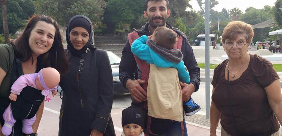 """La """"dama de los portabebés"""" que ayuda a refugiados"""