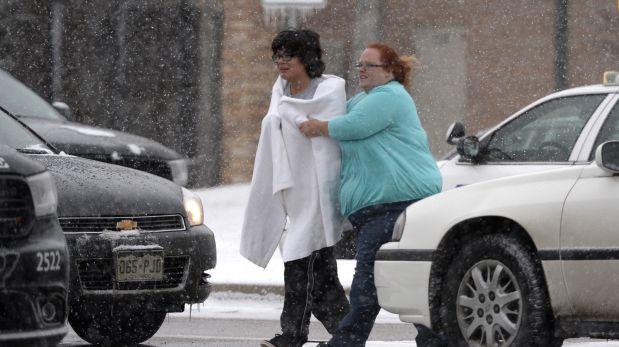 El Departamento de Policía de Colorado Springs, Estados Unidos, dijo que el agresor es un hombre blanco con un rifle de asalto. (Foto: Twitter)