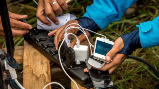 Una de las cosas que te permite hacer es cargar más rápido tu celular. (Foto: Getty)