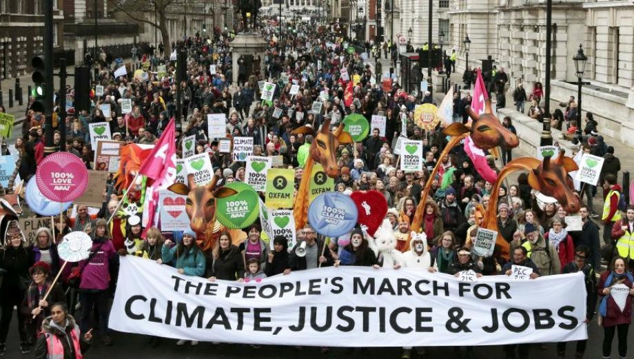 """""""Las palabras no son suficientes"""", el mundo marcha por el clima"""