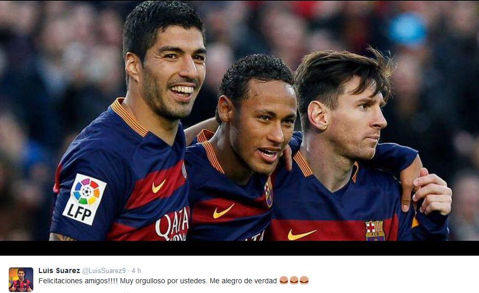 Luis Suárez felicitó a sus compañeros. (Foto: AP)