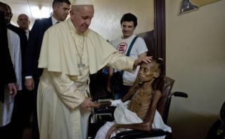 Foto del Papa en un hospital de Bangui conmueve al mundo