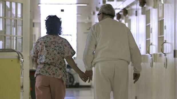 Médicos y familias se reúnen para enfrentar el Alzheimer