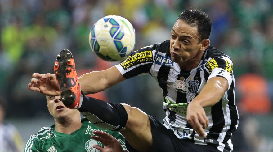 Ricardo Oliveira of Brazil's Santos tries to control the ball, during their 2015 Brazil Cup second leg final football match against Palmeiras held at Allianz Parque stadium in Sao Paulo, Brazil on December 02, 2015. AFP PHOTO / Miguel SCHINCARIOL