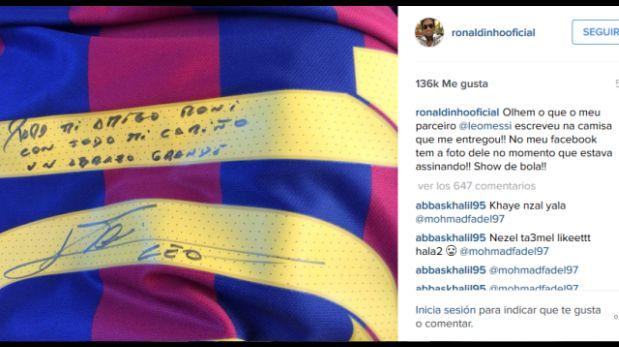 Lionel Messi le hizo este regalo a Ronaldinho. (Foto: Twitter)