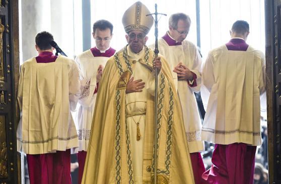 Así fue el encuentro entre Francisco y Benedicto XVI [FOTOS]
