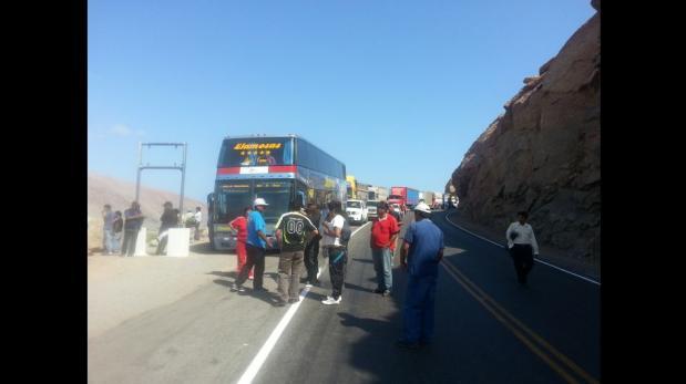 Arequipa: pobladores de La Planchada bloquean Panamericana Sur