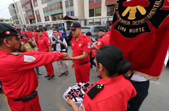 Cincuenta nuevos bomberos se graduaron en Lima Norte [FOTOS]
