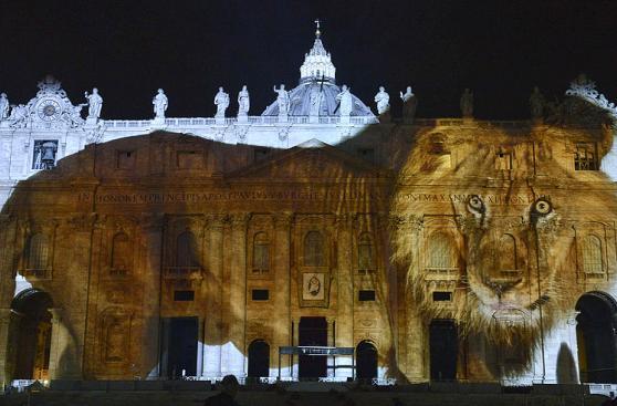 El día en fotos: El Papa, 'leones' en el Vaticano, Messi y más