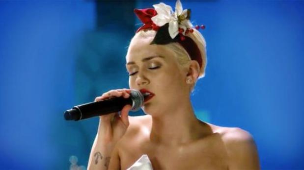 """Miley Cyrus canta conmovedora versión de """"Silent Night"""""""
