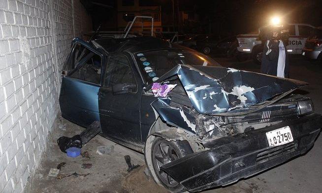 Así quedó uno de los vehículos impactados por camioneta de 'Gringo Karl'. (Foto: Correo)