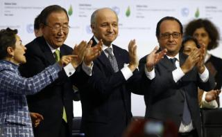 HISTÓRICO: Aprueban acuerdo climático de París en COP21