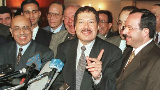 En 1999, Ahmed Zewali ganó el premio Nobel de Química.