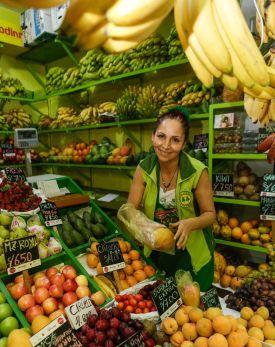 Julia Lucas trabaja en el mercado cooperativo San Pedro, en Chorrillos.