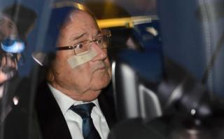 Blatter declara ante la FIFA y confía en una decisión favorable