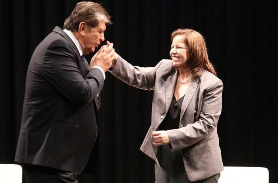 Alan García y Lourdes Flores Nano: el beso que sella alianza