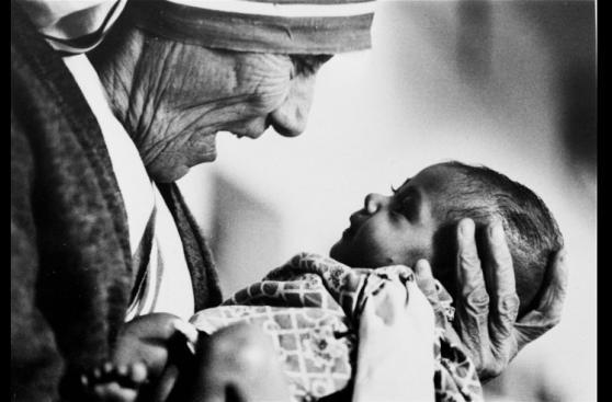La dedicada vida de la madre Teresa de Calcuta en imágenes