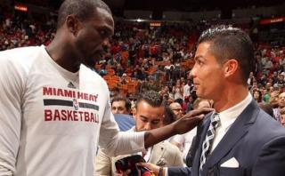 Cristiano Ronaldo fue a la NBA y mascota de Miami Heat lo besó