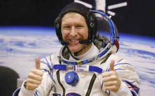 Astronauta se disculpa con mujer por llamarla en Navidad