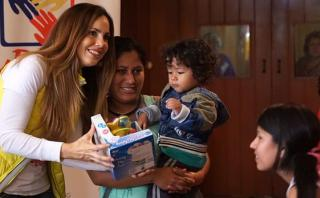 Navidad: By People y ex Miss Perú repartieron juguetes a niños